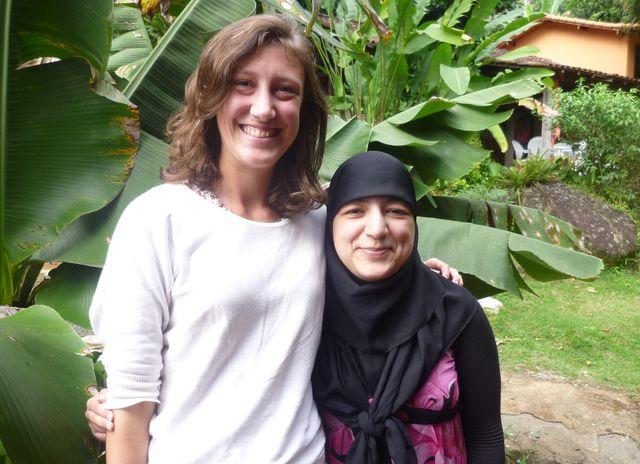 Fanny  Boeraeve et Amal Hamich, les deux étudiantes belges des Chantiers de l'économie sociale à Rio